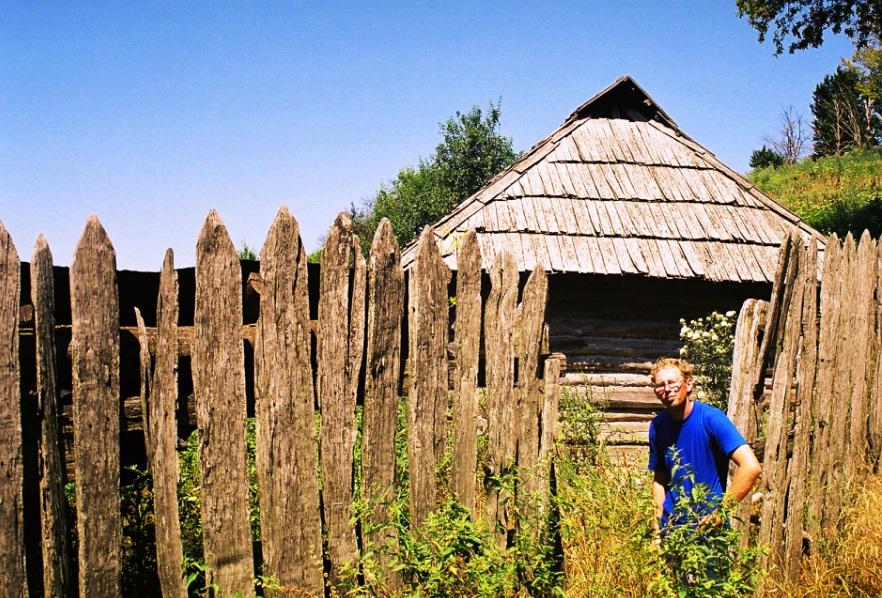 Szałas na polanie w górach Cernei
